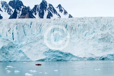 landscape of the svalbard glaciers and nature
